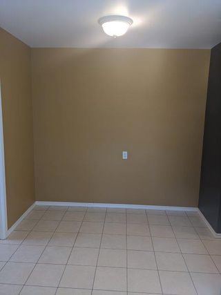 Photo 5: 32 Flagstone Crescent in St. Albert: House for rent