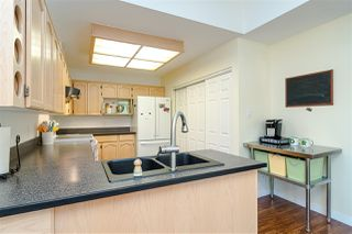 """Photo 9: 109 8737 212 Street in Langley: Walnut Grove Townhouse for sale in """"CHARTWELL GREEN"""" : MLS®# R2487991"""