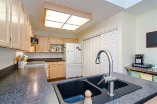 """Photo 10: 109 8737 212 Street in Langley: Walnut Grove Townhouse for sale in """"CHARTWELL GREEN"""" : MLS®# R2487991"""