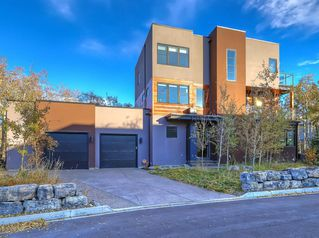 Main Photo: 38 POSTHILL Drive SW in Calgary: Springbank Hill Detached for sale : MLS®# A1036295