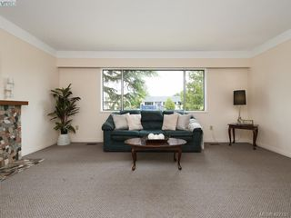 Photo 4: 1703 Sprucewood Pl in VICTORIA: SE Lambrick Park House for sale (Saanich East)  : MLS®# 841573
