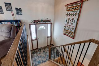Photo 6: 220 Hunterbrook Place NW in Calgary: Huntington Hills Detached for sale : MLS®# A1059526