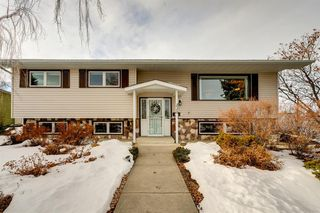 Photo 1: 220 Hunterbrook Place NW in Calgary: Huntington Hills Detached for sale : MLS®# A1059526