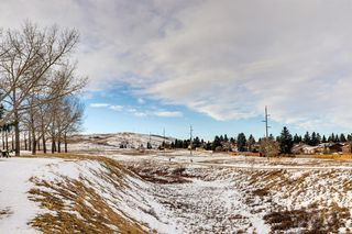Photo 4: 220 Hunterbrook Place NW in Calgary: Huntington Hills Detached for sale : MLS®# A1059526