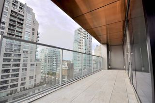 "Photo 14: 1002 1480 HOWE Street in Vancouver: Yaletown Condo for sale in ""VANCOUVER HOUSE"" (Vancouver West)  : MLS®# R2451424"