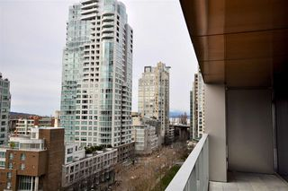 "Photo 17: 1002 1480 HOWE Street in Vancouver: Yaletown Condo for sale in ""VANCOUVER HOUSE"" (Vancouver West)  : MLS®# R2451424"