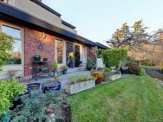 Photo 1: 161 2345 Cedar Hill Cross Rd in Oak Bay: OB Henderson Row/Townhouse for sale : MLS®# 841348
