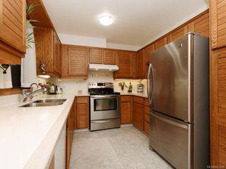 Photo 4: 161 2345 Cedar Hill Cross Rd in Oak Bay: OB Henderson Row/Townhouse for sale : MLS®# 841348
