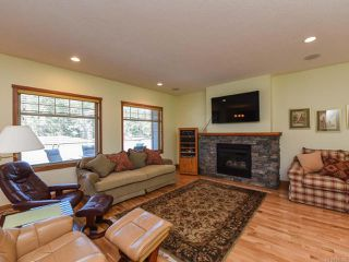 Photo 8: 2441 Tutor Dr in COMOX: CV Comox (Town of) Single Family Detached for sale (Comox Valley)  : MLS®# 845329