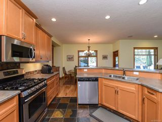 Photo 13: 2441 Tutor Dr in COMOX: CV Comox (Town of) Single Family Detached for sale (Comox Valley)  : MLS®# 845329