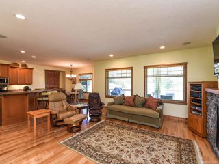 Photo 7: 2441 Tutor Dr in COMOX: CV Comox (Town of) Single Family Detached for sale (Comox Valley)  : MLS®# 845329
