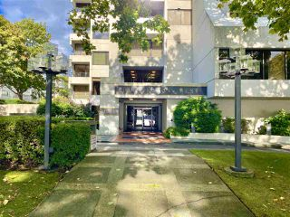 "Photo 3: 1203 1995 BEACH Avenue in Vancouver: West End VW Condo for sale in ""HUNTINGTON WEST"" (Vancouver West)  : MLS®# R2528522"