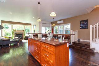 Photo 13: 2520 Cedar Hill Rd in VICTORIA: Vi Oaklands Half Duplex for sale (Victoria)  : MLS®# 825982
