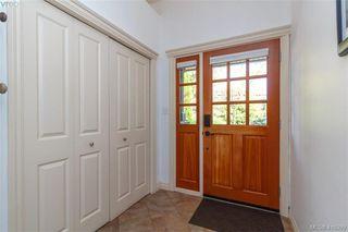 Photo 4: 2520 Cedar Hill Rd in VICTORIA: Vi Oaklands Half Duplex for sale (Victoria)  : MLS®# 825982