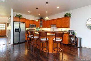 Photo 9: 2520 Cedar Hill Rd in VICTORIA: Vi Oaklands Half Duplex for sale (Victoria)  : MLS®# 825982
