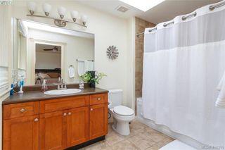 Photo 17: 2520 Cedar Hill Rd in VICTORIA: Vi Oaklands Half Duplex for sale (Victoria)  : MLS®# 825982
