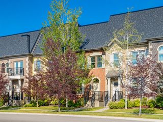 Photo 1: 292 QUARRY PARK Boulevard SE in Calgary: Douglasdale/Glen Row/Townhouse for sale : MLS®# A1019279