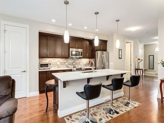 Photo 4: 292 QUARRY PARK Boulevard SE in Calgary: Douglasdale/Glen Row/Townhouse for sale : MLS®# A1019279