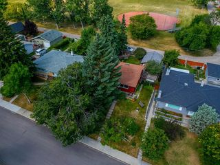Main Photo: 23 CROYDON Road NW in Calgary: Cambrian Heights Detached for sale : MLS®# A1029120