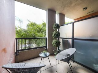 "Photo 10: 301 531 BEATTY Street in Vancouver: Downtown VW Condo for sale in ""METROLIVING"" (Vancouver West)  : MLS®# R2506076"