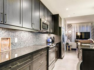 Photo 5: 1702 211 13 Avenue SE in Calgary: Beltline Apartment for sale : MLS®# A1042829
