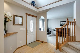 Photo 2: 260 Douglasbank Place SE in Calgary: Douglasdale/Glen Detached for sale : MLS®# A1042919