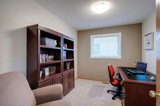Photo 9: 260 Douglasbank Place SE in Calgary: Douglasdale/Glen Detached for sale : MLS®# A1042919