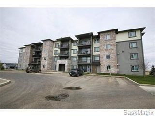 Photo 1: 101 306 Petterson Drive in Estevan: Residential for sale : MLS®# SK782417