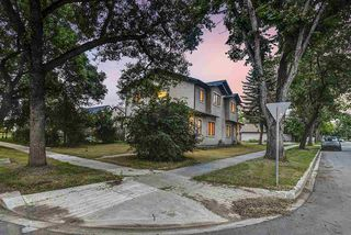 Photo 4: 9003 91 Street in Edmonton: Zone 18 Duplex Front and Back for sale : MLS®# E4172642