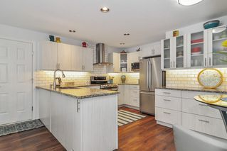 """Photo 8: 233 20391 96 Avenue in Langley: Walnut Grove Townhouse for sale in """"Chelsea Green"""" : MLS®# R2489139"""