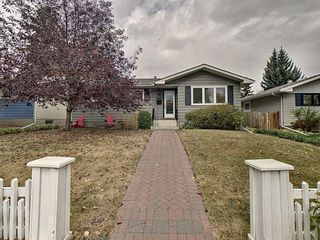 Main Photo: 2008 57 Avenue SW in Calgary: North Glenmore Park Detached for sale : MLS®# A1042032