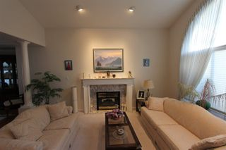 Photo 2: 667 FAIRVIEW Street in Coquitlam: Coquitlam West House for sale : MLS®# R2425284