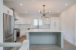 Photo 6: 4908 BROCKINGTON Road NW in Calgary: Brentwood Detached for sale : MLS®# A1032247