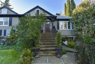 Photo 2: 10015 97 Avenue in Edmonton: Zone 12 House for sale : MLS®# E4177482