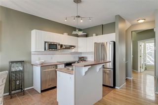 Photo 5: 74 INVERNESS Square SE in Calgary: McKenzie Towne Row/Townhouse for sale : MLS®# A1017936