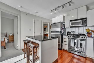 "Photo 10: 1502 151 W 2ND Street in North Vancouver: Lower Lonsdale Condo for sale in ""SKY"" : MLS®# R2528948"