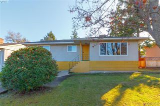 Photo 1: 591 Baker St in VICTORIA: SW Glanford Single Family Detached for sale (Saanich West)  : MLS®# 827906