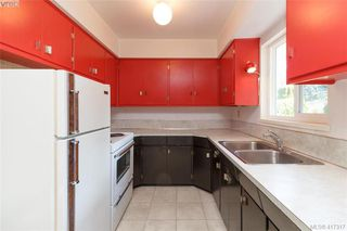 Photo 10: 591 Baker St in VICTORIA: SW Glanford Single Family Detached for sale (Saanich West)  : MLS®# 827906