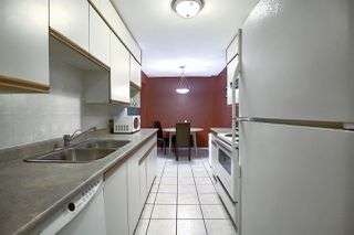 Photo 5: 9E CALLINGWOOD Court in Edmonton: Zone 20 Townhouse for sale : MLS®# E4217099