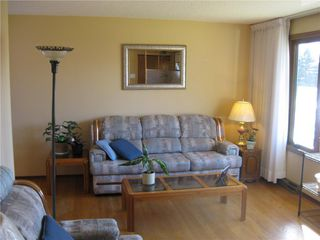 Photo 2: 14 Vincent Massey Boulevard in Winnipeg: Windsor Park Residential for sale (2G)  : MLS®# 202025939