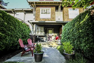 """Main Photo: 233 600 PARK Crescent in New Westminster: GlenBrooke North Townhouse for sale in """"ROYCROFT AT QUEENS PARK"""" : MLS®# R2401803"""