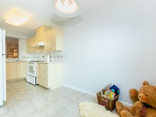 Photo 8: 805 5848 OLIVE Avenue in Burnaby: Metrotown Condo for sale (Burnaby South)  : MLS®# R2412476
