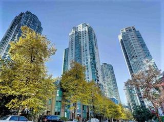 "Photo 2: 1302 1238 MELVILLE Street in Vancouver: Coal Harbour Condo for sale in ""POINTE CLAIRE"" (Vancouver West)  : MLS®# R2432626"