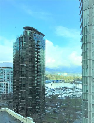"Photo 3: 1302 1238 MELVILLE Street in Vancouver: Coal Harbour Condo for sale in ""POINTE CLAIRE"" (Vancouver West)  : MLS®# R2432626"