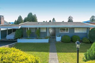 Photo 3: 233 SANDRINGHAM Crescent in North Vancouver: Upper Lonsdale House for sale : MLS®# R2461067