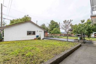 """Photo 16: 439 W 15TH Street in North Vancouver: Central Lonsdale House for sale in """"MAHON"""" : MLS®# R2464698"""