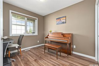Photo 11: 831 Willowgrove Crescent in Saskatoon: Willowgrove Residential for sale : MLS®# SK813010