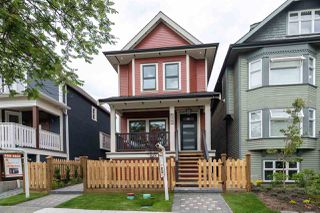 Photo 2: 1 637 ATLANTIC Street in Vancouver: Strathcona House 1/2 Duplex for sale (Vancouver East)  : MLS®# R2475397