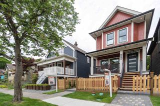 Photo 3: 1 637 ATLANTIC Street in Vancouver: Strathcona House 1/2 Duplex for sale (Vancouver East)  : MLS®# R2475397
