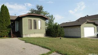 Main Photo: 108 Plaxton Place in Regina Beach: Residential for sale : MLS®# SK826130